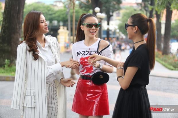 Rò rỉ clip từ ekip The Look: Phạm Hương, Minh Tú nhí nhảnh đùa nghịch, Kỳ Duyên được ưu ái đứng giữa?