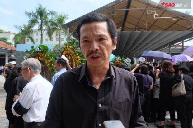 NS Trung Anh đến viếng thầy Văn Như Cương.