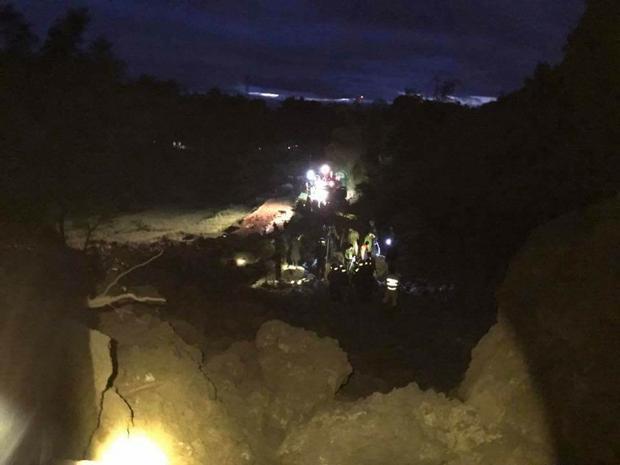 Hiện trường vụ sạt lở đá vùi lấp 19 người trong đêm.