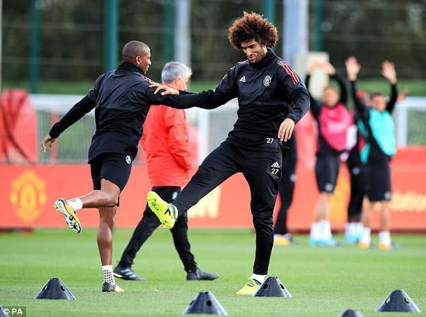 Marouane Fellaini sẽ không dự trận đấu với Liverpool do chấn thương khi khoác áo Bỉ đợt này.