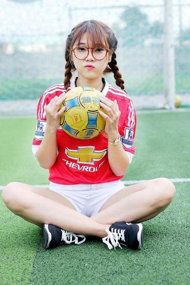 Lý Tường Vy - Fan nữ siêu cuồng của Man United.