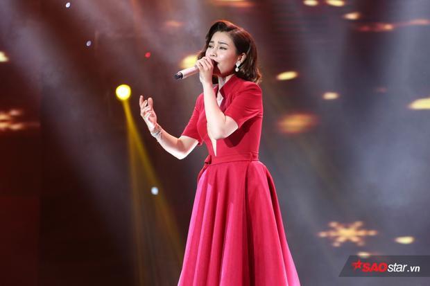 Hình ảnh đằm thắm của Giang Hồng Ngọc trên sân khấu Cặp đôi hoàn hảo Trữ tình & Bolero.