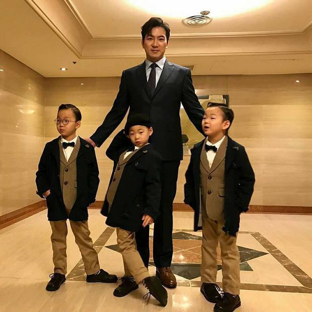 Nhìn bộ ba Daehan  Minguk  Manse lịch lãm như thế này, có ai còn nhớ ba nhóc cameo ăn xin năm ấy