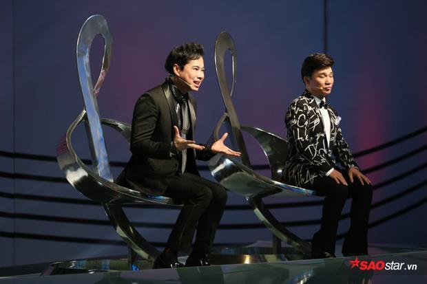 Với kinh nghiệm nhiều năm ca hát cùng việc dẫn dắt hàng loạt thí sinh thành danh từ Thần tượng Bolero, Cặp đôi hoàn hảo thật sự ấn tượng khi có sự góp mặt của bộ đôi cố vấn Ngọc Sơn - Quang Linh.