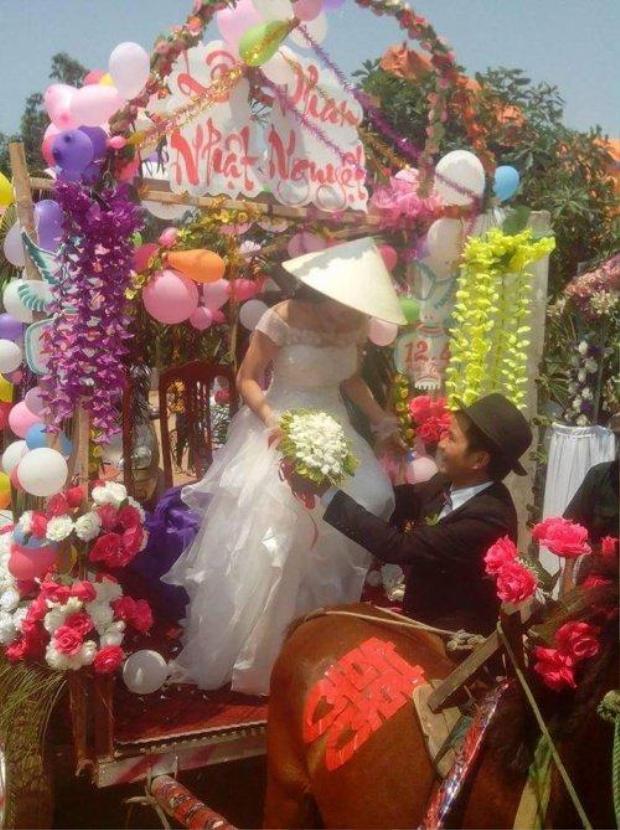 Buổi rước dâu bằng xe ngựa đúngphong cách dân dã.