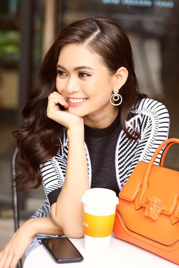 """Không quá khó để cựu Quán quân Vietnam's Next Top Model 2013chọn phong cách thời trang, hay tạo dấu ấn riêng mình. Quý cô thanh lịch hay""""cô nàng ngổ ngáo"""", Thuỷ cũng cân được hết!"""