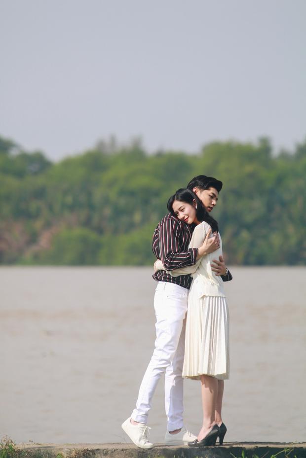 Trong MV, Noo Phước Thịnh vào vai anh chàng điển trai, giàu có, si tình nhưng không may vướng phải căn bệnh quái ác dẫn đến bị mù mắt.