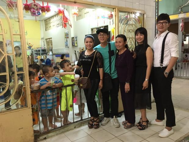 Nghệ sĩ Cải lương Ngọc Huyền thăm hỏi các tiền bối ở Viện dưỡng lão nghệ sĩ TP.HCM