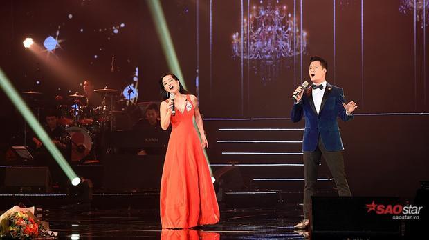Sự xuất hiện bất ngờ của Diva Hồng Nhung khiến khán giả thủ đô vô cùng thích thú.