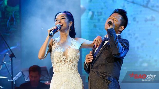 Tình Yêu Tôi Hát và Giọt Sương Trên Mí Mắtlà hai ca khúc mà cặp song ca đình đám này gửi tới khán giả thủ đô.