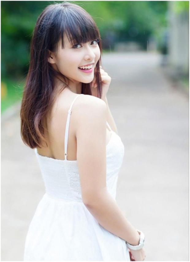 Nụ cười tươi như hoa của Khả Ngân