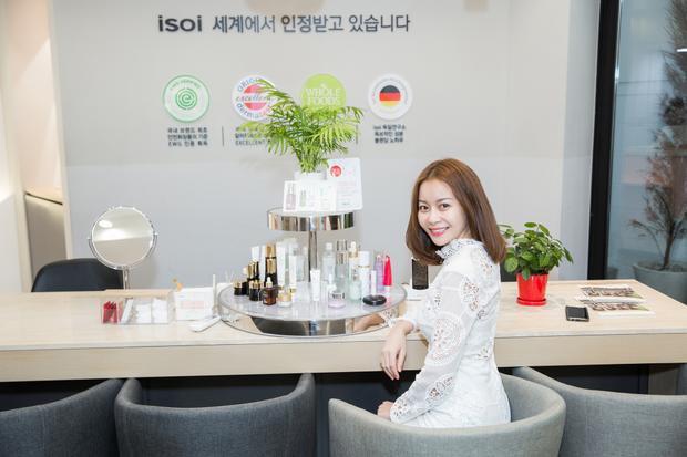 Hoa Hậu Hải Dương gây ấn tượng với thương hiệu mỹ phẩm nổi tiếng Hàn Quốc
