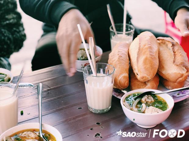 Điều gì tạo nên sức hấp dẫn của món bánh mì xíu mại nổi tiếng đất Đà Lạt?