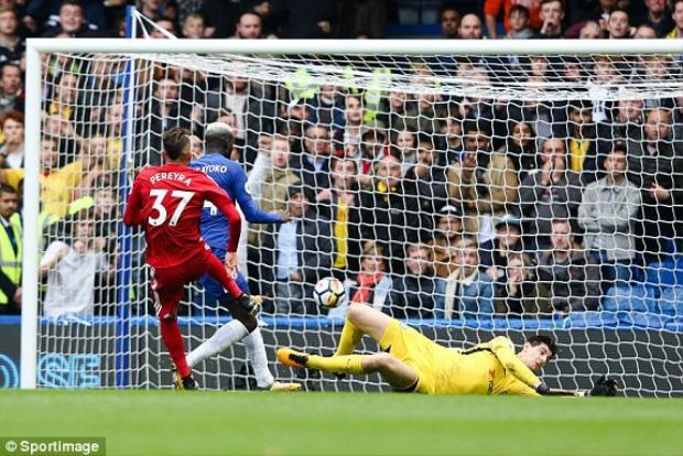 Bàn thắng của Pereyra khiến nhiều người ngỡ rằng thời gian Conte ở Chelsea đã hết.