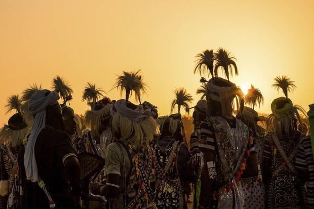 Woodabe thuộc nhóm dân tộc Fulani, nhưng khác với các bộ lạc khác trong khu vực này. Họ ay sống trú ẩn và là những người du mục tôn thờ vẻ đẹp thể chất.