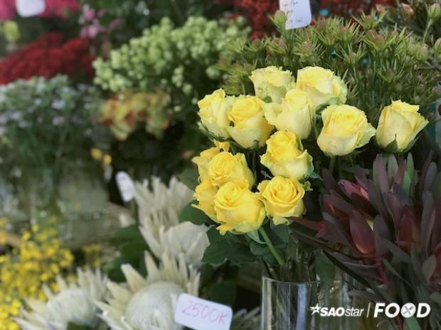 Thưởng trà trong thiên đường ngập hương hoa ngay tại Sài Gòn