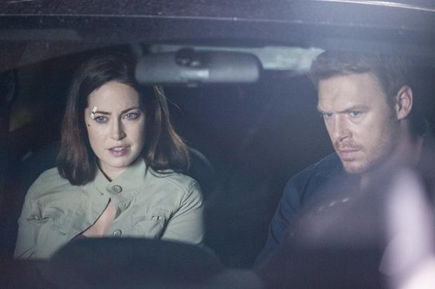 Liam và Jane bắt tay vào cuộc hành trình tìm kiếm nguyên nhân của vòng tròn chết chóc.