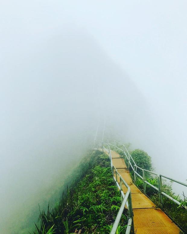 Con đường mang tên nấc thang lên thiên đường ở Hawaii