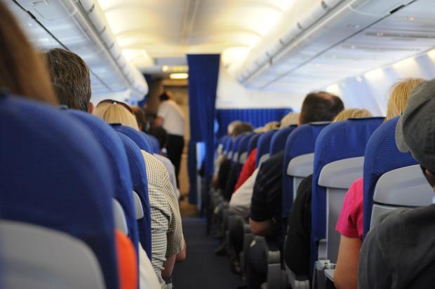 Ai thích ngồi gần cửa sổ trên máy bay là người ích kỷ?