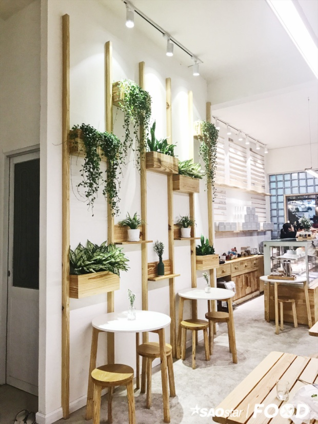 Quán cà phê tông trắng cực đẹp cho tín đồ món Nhật ở Sài Gòn