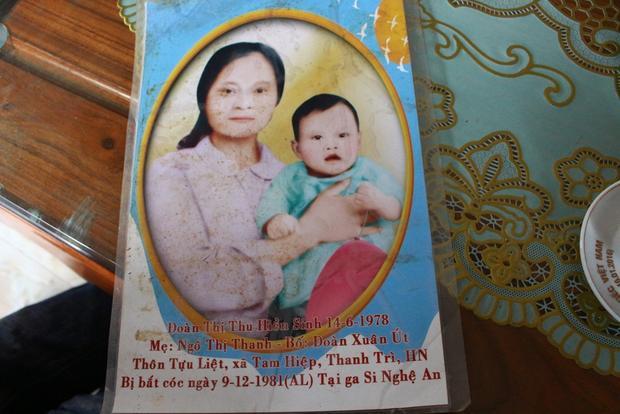 Hình ảnh hai mẹ con chụp ảnh chung.
