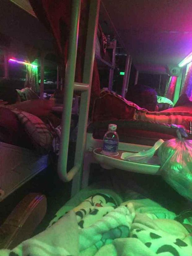 Vị trí nữ hành khách bị tài xế có hành vi luồn tay vào chăn.