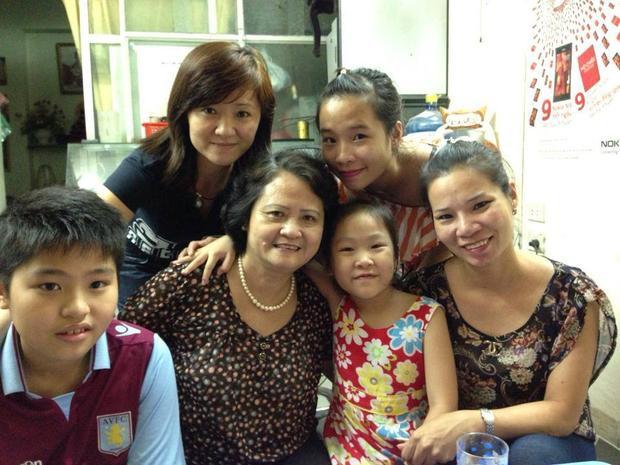 Gia đình chị Trang và bà Hạnh.