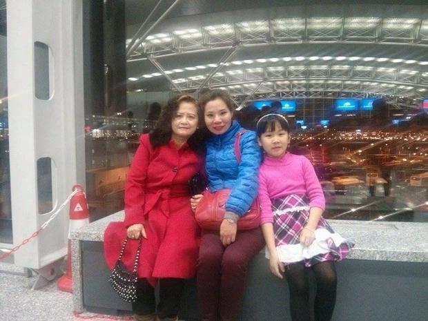 Chị Trang và bà Hạnh rất vui mừng khi tìm lại được người ruột thịt.