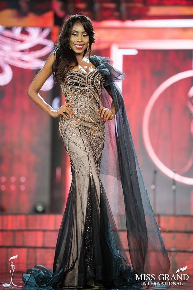 Hoa hậu Hòa bình Haiti trong trang phục của NTK Việt Nam.