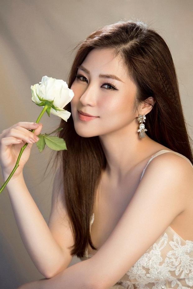 Em gái mưa là lần hợp tác thứ hai giữa nhạc sĩ Mr. Siro và Hương Tràm sau Người từng yêu anh rất sâu nặng.