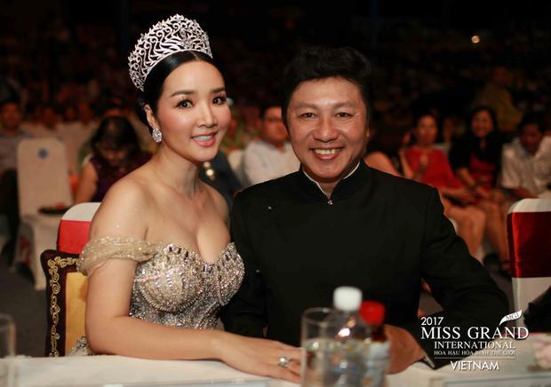 NTK Sỹ Hoàng cùng Hoa hậu đền Hùng Giáng My cho rằng việc Á hậu Huyền My trượt Top 5 tại Miss Grand International 2017 là do người đẹp có hình ảnh đời thường khá nhạt nhòa, chưa thể hiện trọn vẹn vị thế của nước chủ nhà.