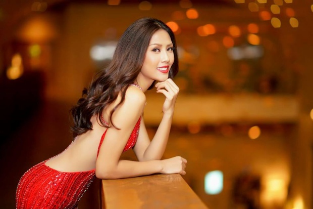 Nguyễn Thị Loan không hề thua kém đàn em thậm chí được đánh giá sắc sảo hơn các người đẹp trước đó. Cách đây không lâu,Nguyễn Thị Loan đã được chỉ định trở thành đại diện Việt Nam tại Hoa hậu Hoàn vũ 2017. Cô từng lọt vào top 5 Hoa hậu Hoàn vũ Việt Nam 2015, top 25 Hoa hậu Thế giới 2014 và top 20 Hoa hậu Hòa bình quốc tế 2016.