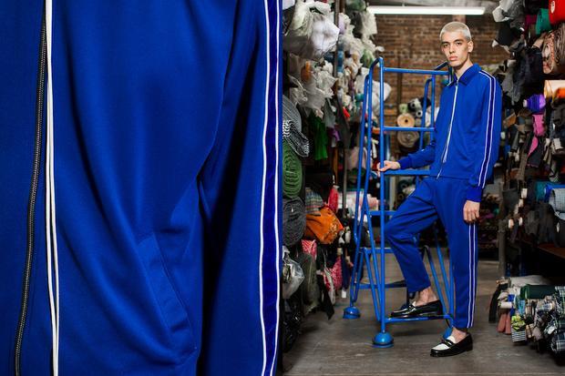 Sportwear cũng được remix lại để tạo nên vẻ sang chảnh hẳn hoi.