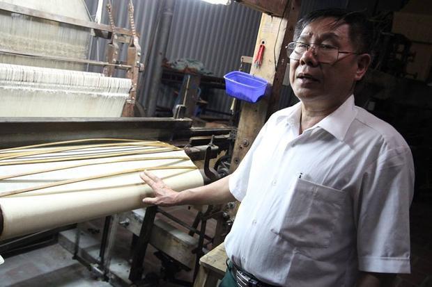 Ông Hà khẳng định, việc cắt mác lụa của Trung Quốc, gắn mác của Việt Nam là hành vi lừa dối khách hàng.