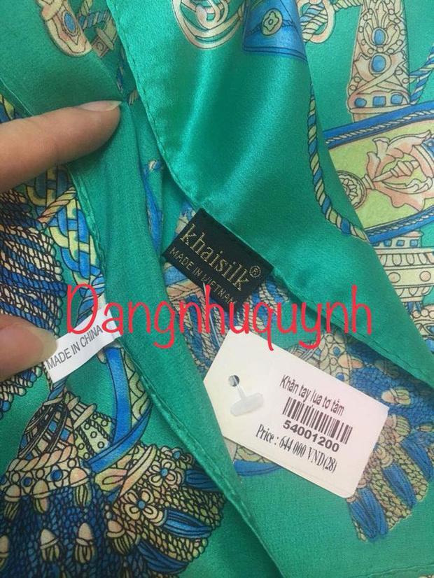 """Trên cùng 1 chiếc khăn mua tại cửa hàng thuộc hệ thống Khaisilk lại có 2 mác, 1 """"made in China"""" và 1 là Khaisilk made in Vietnam. Ảnh: Facebook Dangnhuquynh."""
