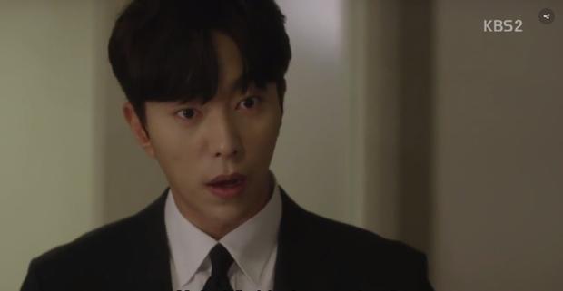 Vẻ mặt của Jin Wook khi Yi Deum bất ngờ gọi anh là ông xã.