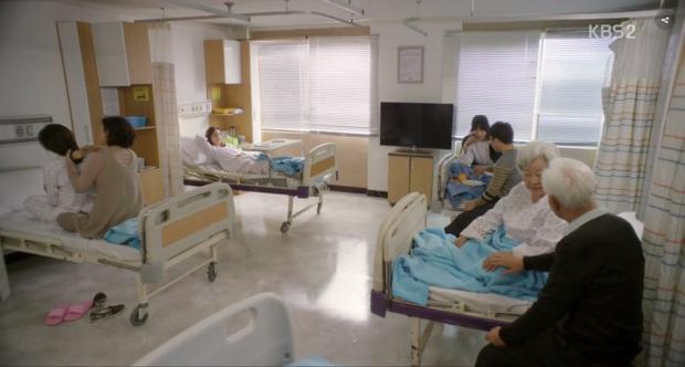 Yi Deum trong bệnh viện và không có người chăm sóc.