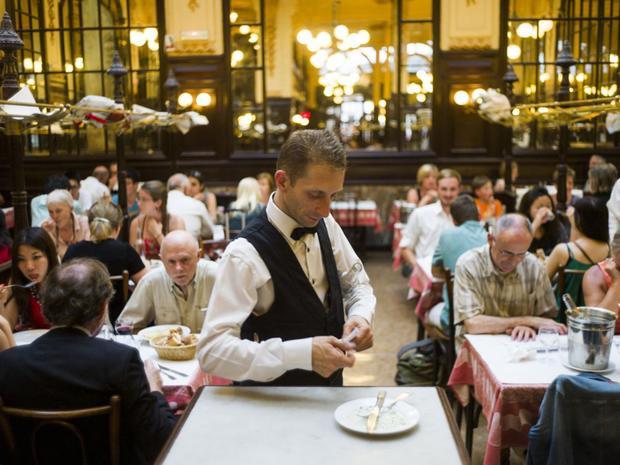 12 điều du khách tuyệt đối không nên làm ở Pháp