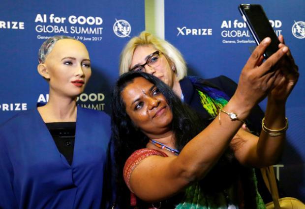 Chụp ảnh selfie cùng người tham dự hội thảo.
