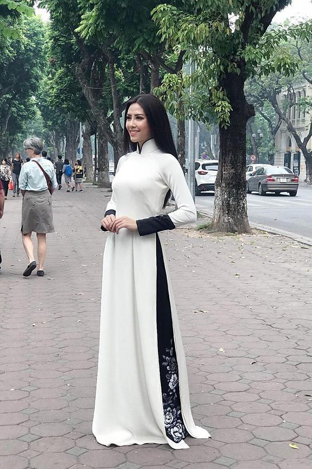 Hiện Nguyễn Thị Loan trở thành đại diện Việt Nam tham gia Hoa hậu Hoàn vũ 2017 (Miss Universe) tại Mỹ vào tháng 11 tới.Với kinh nghiệm tham gia các cuộc thi trước đó và 8 năm gia nhập showbiz, hy vọng đại diện năm nay sẽ có những màn thể hiện ấn tượng trong những bộ trang phục độc đáo, mới lạ.