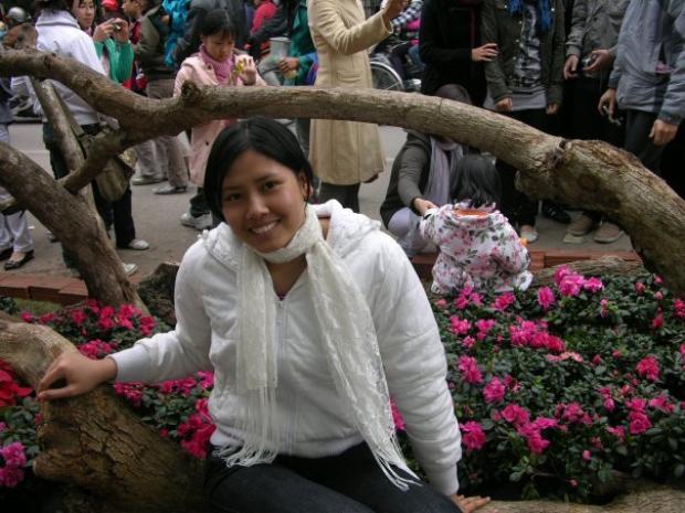 """Ngoại hình của Nguyễn Thị Loan lúc xưa sẽ làm người xem bất ngờ vì ít ai có thể hình dung cô """"gái quê"""" đến như vậy. Cô gái đến từ vùng đất lúa Thái Bình sở hữu ngoại hình không mấy thu hút. Với làn da đen nhẻm, cô dường như chưa biết khái niệm làm đẹp cho bản thân là gì."""