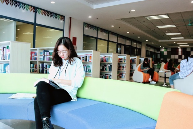 Không gian được nhiều bạn nữ yêu thích để ngồi đọc sách.