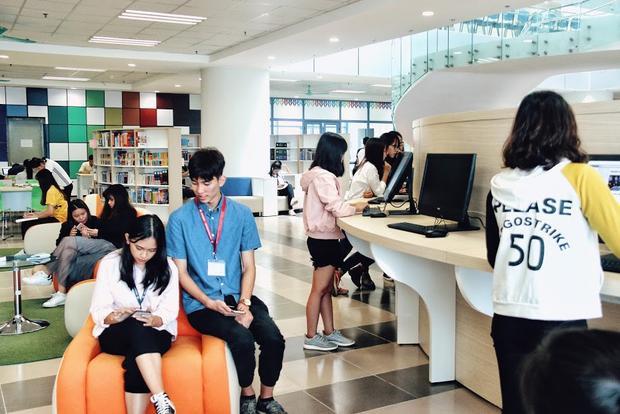 Nhiều bạn trẻ trong trường đã coi thư viện là nơi để giao lưu và học tập.