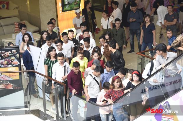 Số lượng thí sinh không hề thua kém đợt tuyển sinh đầu tiên tại TP. HCM diễn ra ngày 14/10 vừa qua.