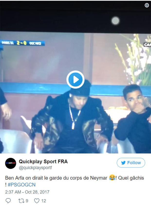 """Một trong những ý kiến công kích Neymar khi PSG thắng Nice: """"Hãy xem Ben Afra trông như vệ sĩ của Neymar kìa! Thật là một đống hổ lốn""""."""