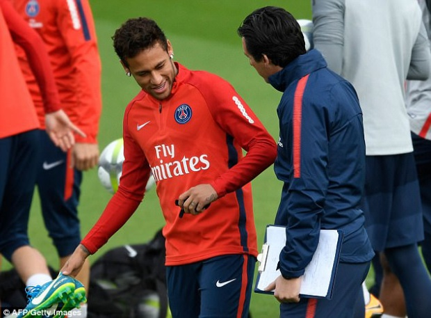Neymar càng khiến đồng đội chán ghét khi cho rằng các buổi phân tích của HLV Unai Emery khiến anh buồn ngủ.