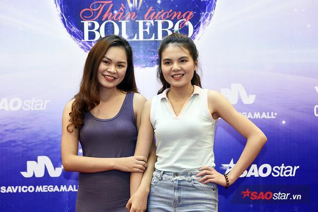 Hai chị em thí sinh quê ở Thanh Hóa cùng vượt chặng đường xa đến tham dự cuộc thi.
