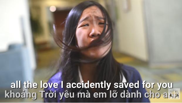 Cười ngất với Em gái mưa phiên bản tả thực bằng tiếng Anh siêu lầy lội của nữ sinh gốc Việt