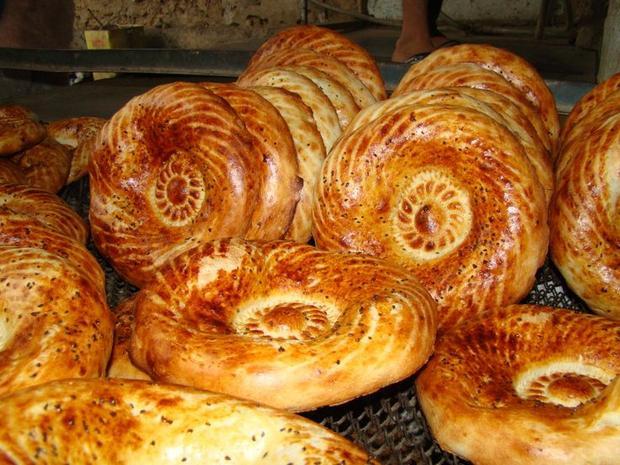 Kì lạ món bánh rán không dùng để ăn mà để dâng lên người đã mất ở Kyrgystan