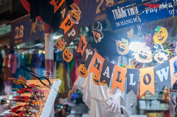 Không khí Halloween tràn ngập khắp đường phố.